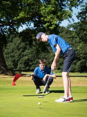 Golf gallery 16